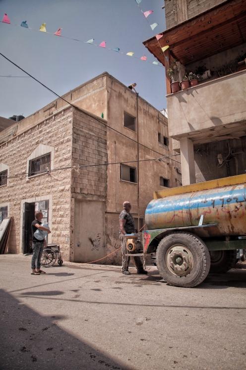 Wassermangel ist in der Westbank ein großes Problem. Ohne die Wassertanker, die wöchentlich durch die Städte fahren und die Tanks der Häuser auffüllen, geht nichts.