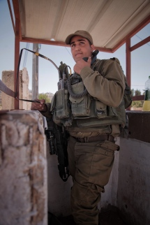 Israelischer Soldat in einem Wachturm in Hebron.